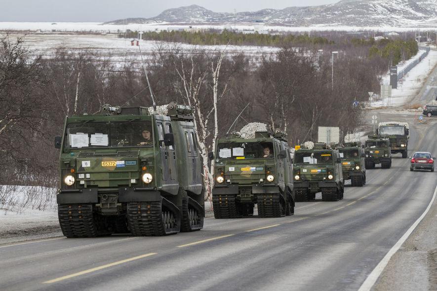 Militærkolonne foto, Forsvarets mediesenter (FMS)