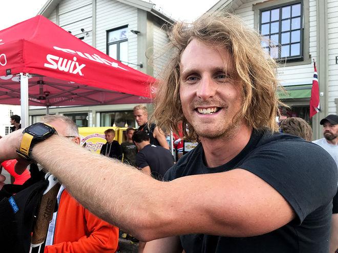 ROCKSTJÄRNA eller skidåkare? Emil Johansson från IK Jarl i Rättvik är definitivt ingen A4-skidåkare. I år debuterar han i landslaget i en ålder av 27 år. Foto/rights: KJELL-ERIK KRISTIANSEN/KEK-stock