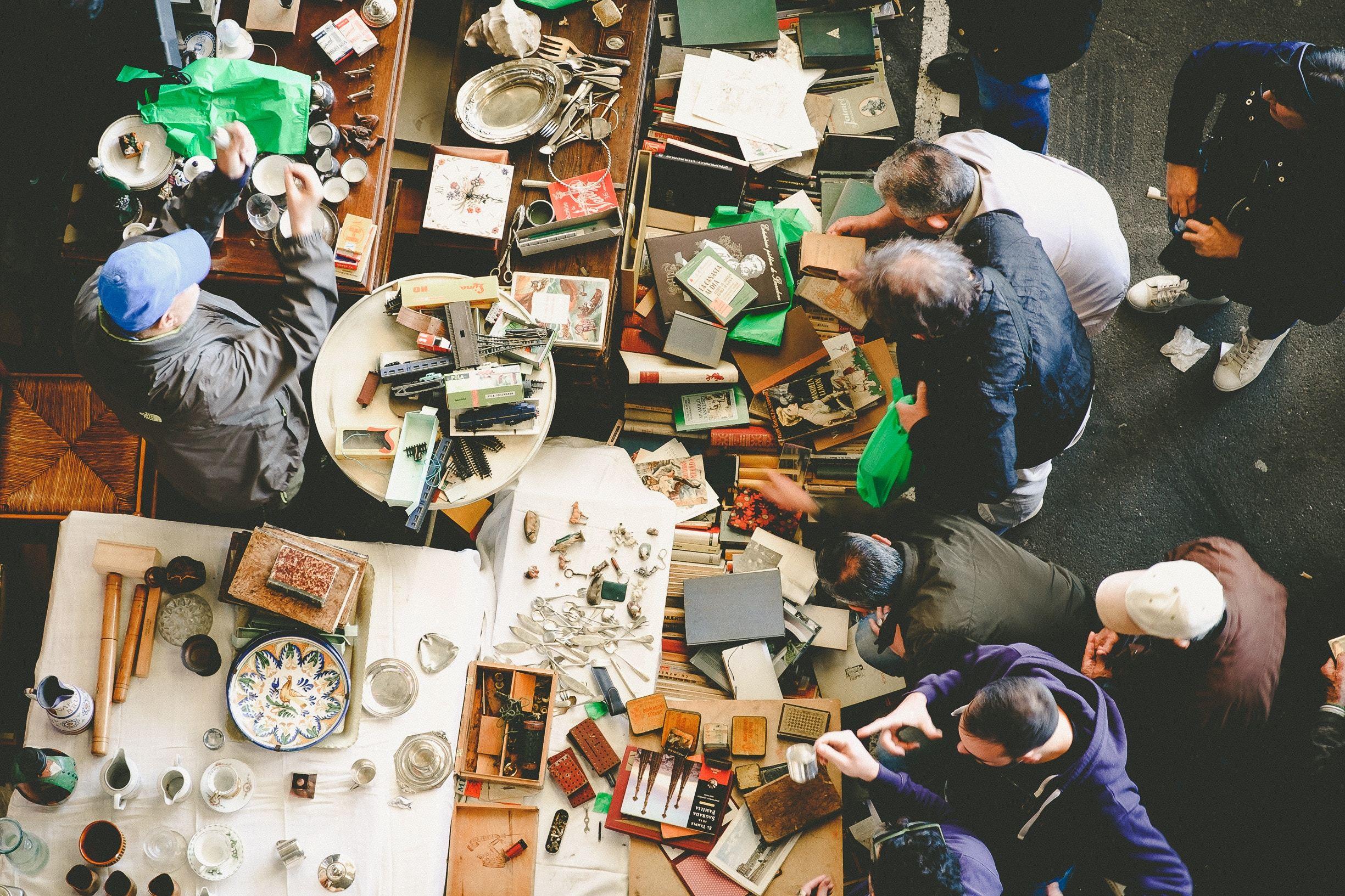 Foto illustrasjon frivillig loppemarked