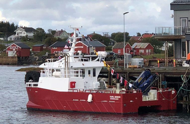 Ny Karl Senior til Seløy Sjøfarm_fra avstand