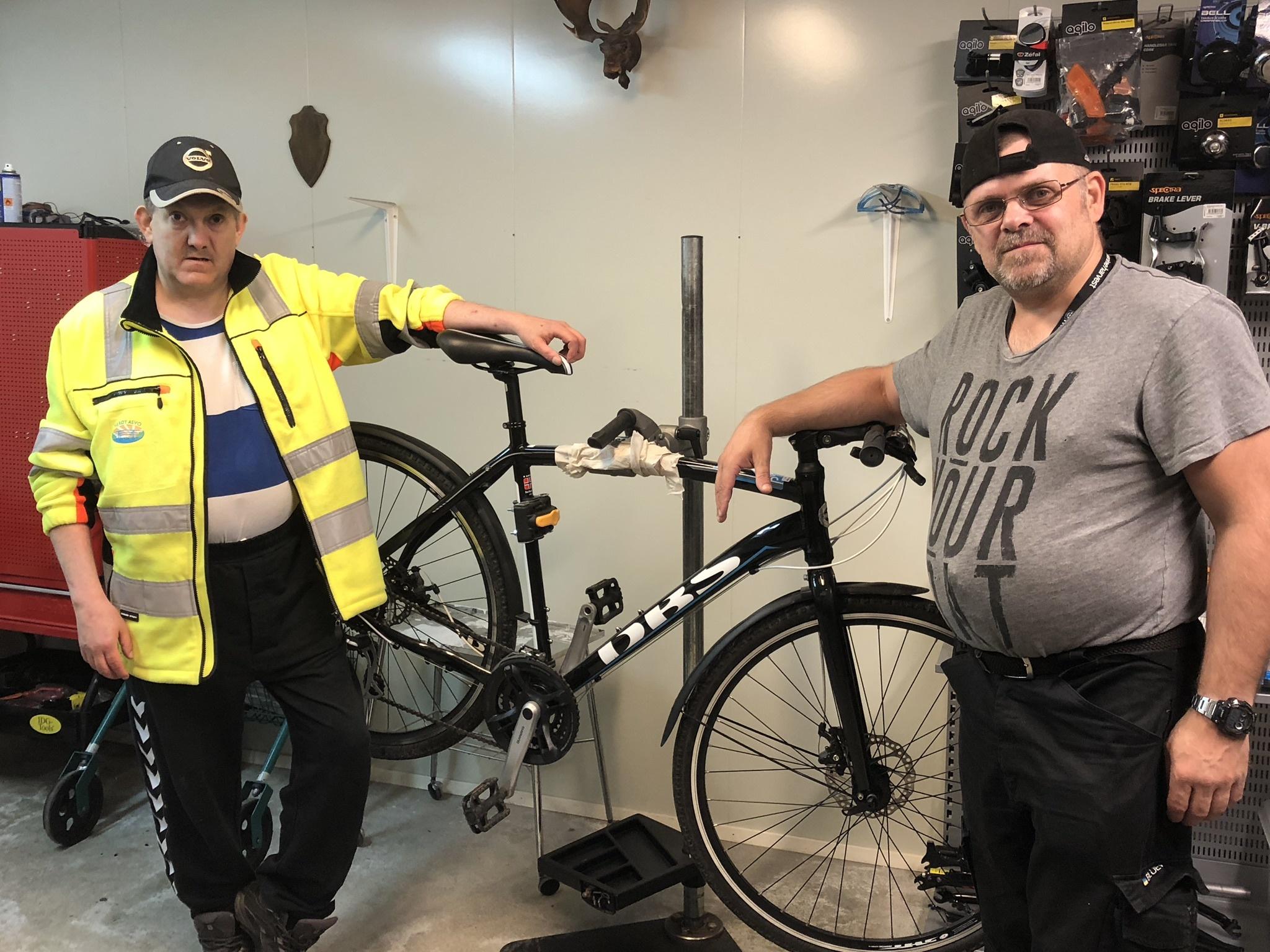 Sykkelverksted tilbake på ASVO_Rune og Geir