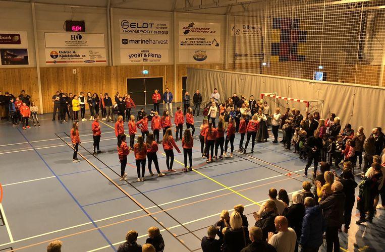 Idrettslaget 75 år_herøymarsj i hallen
