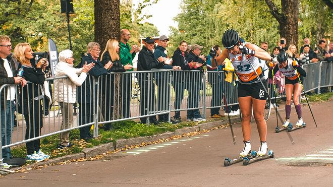 BRITTA JOHANSSON NORGREN spurtar precis ner Maria Gräfnings och tar hem förstapriset på 50.000 kronor i det 90 km långa Klarälvsloppet i Karlstad. Foto: KLARÄLVSLOPPET
