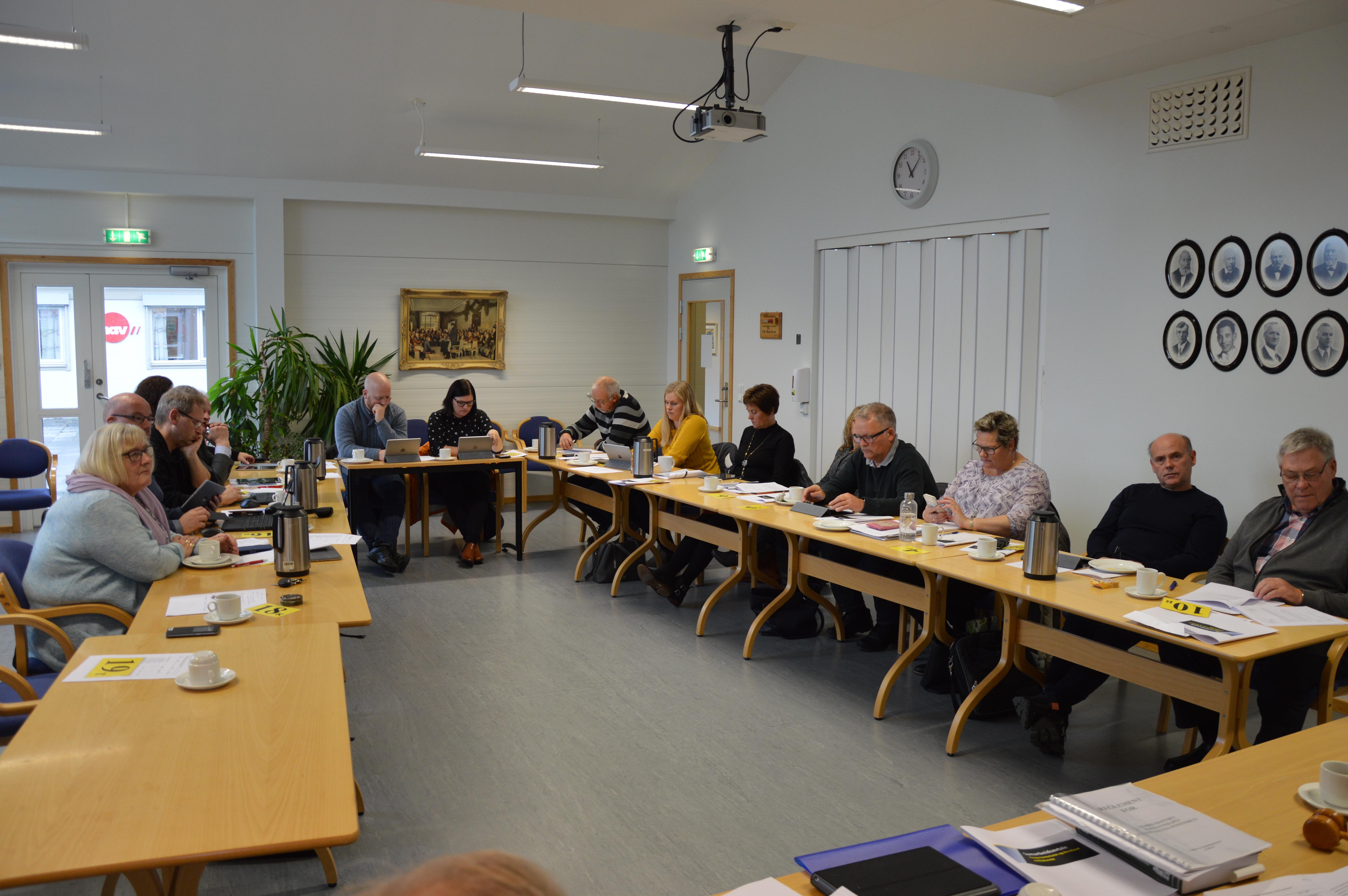 Kommunestyremøte 09