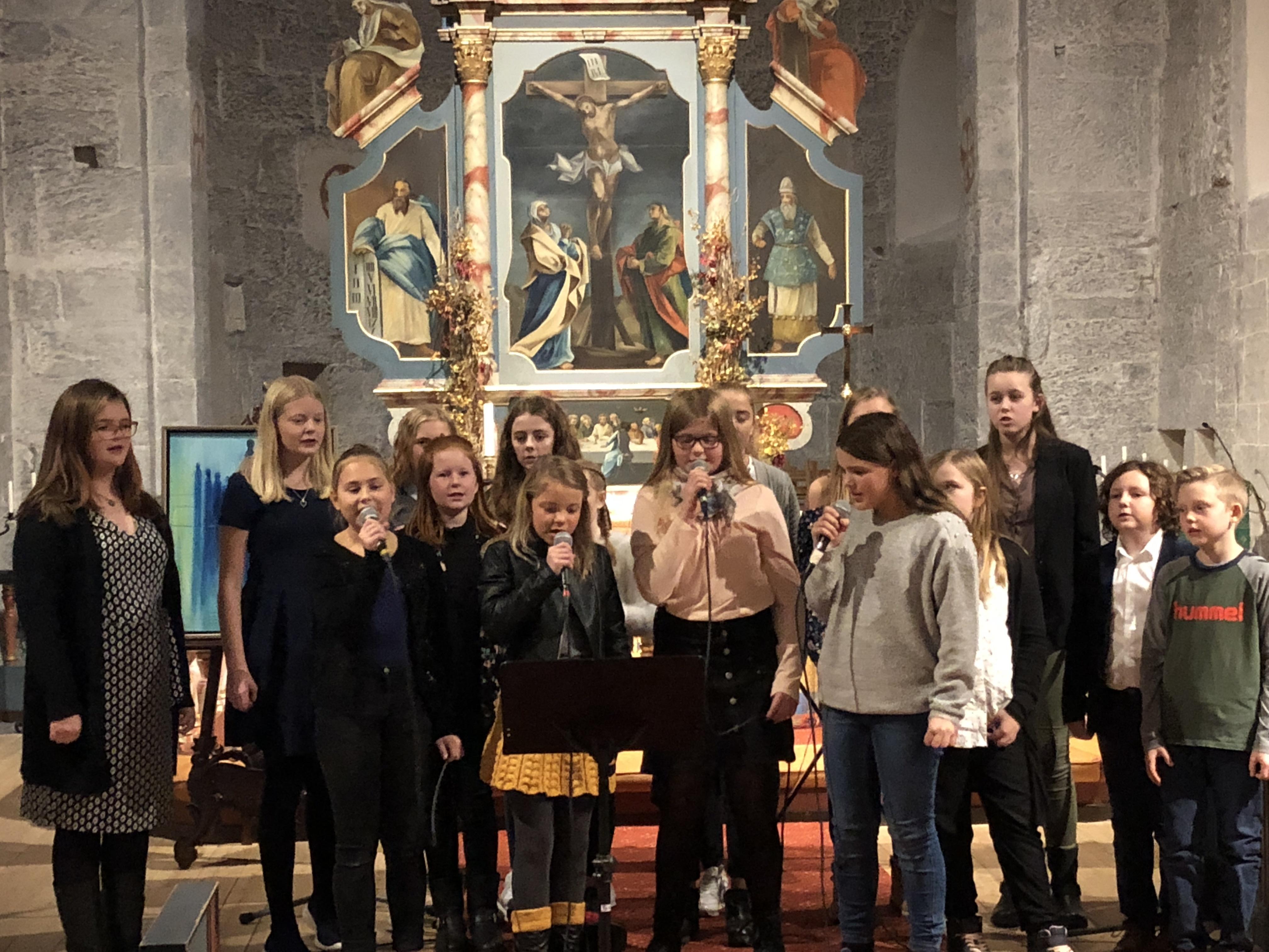 Innsamlingskonsert i Herøy kirke_alle fra kulturskolen