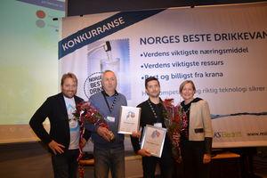 Fornøyde vinnere sammen med arrangører: F.v Andreas Birkeland (ass.dir. NKF), Ståle Engen (Bodø kommune), Stig Rune Dybwik (Vågan kommune) og Torill Hofshagen (direktør, Norsk Vann). Foto Kjell M. Jacobsen