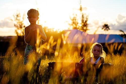 Bilde illustrasjon Barn i naturen