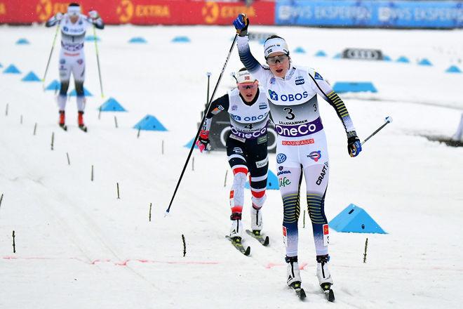 EBBA ANDERSSON jublar som tvåa i mål i minitouren i Lillehammer. Bakom Ingvild Flugstad Östberg som passerade Charlotte Kalla på slutet. Foto/rights: ROLF ZETTERBERG/KEK-stock