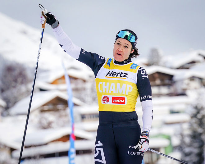 BRITTA JOHANSSON NORGREN kunde jubla för ännu en seger i Visma Ski Classics då hon vann Kaiser Maximilian Lauf i Seefeld. Foto: MAGNUS ÖSTH