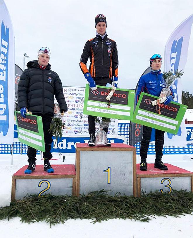 SIMON ANDERSSON, Falun-Borlänge SK (mitten) var plötsligt tillbaka på toppen. Närmast kom Jens Burman, Åsarna (tv) och Fredrik Andersson, Sollefteå (th). Foto: FALUN-BORLÄNGE SK