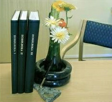 Bygdebok ved blomster