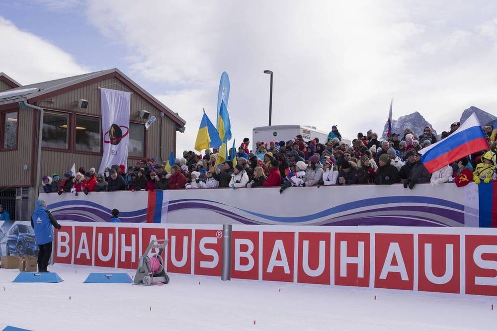 07.02.2016, Canmore, Canada (CAN):Event Feature: Spectators in the stadium -  IBU world cup biathlon, relay mixed, Canmore (CAN). www.nordicfocus.com. © Manzoni/NordicFocus. Every downloaded picture is fee-liable.