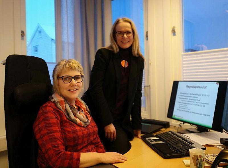 Økonomisjef Turid Norlunn Hanssen (t.v.) og administrasjonssjef Merete Hessen (t.h.)