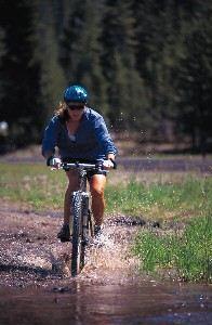 Jente på sykkel_illustrasjonsfoto