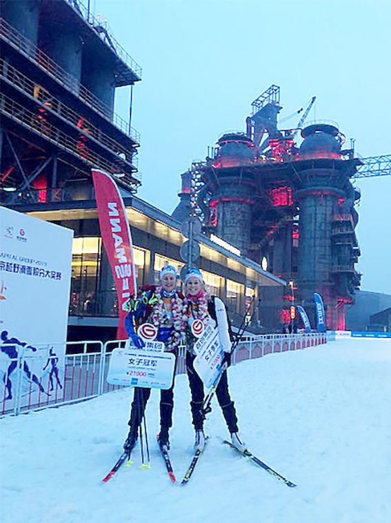LINN SÖMSKAR (tv) och Jennie Öberg var etta och trea i sprinten vid den kommande VM-byn i Beijing. Foto: CHRISTER HERMANSSON