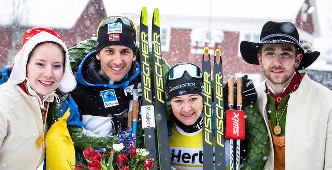 TORE BJØRSETH BERDAL och Britta Johansson Norgren jublar efter Vasaloppet 2019 tillsammans med kranskulla och kransmas. Nu väljer Berdal att avsluta sin karriär. Foto: VASALOPPET