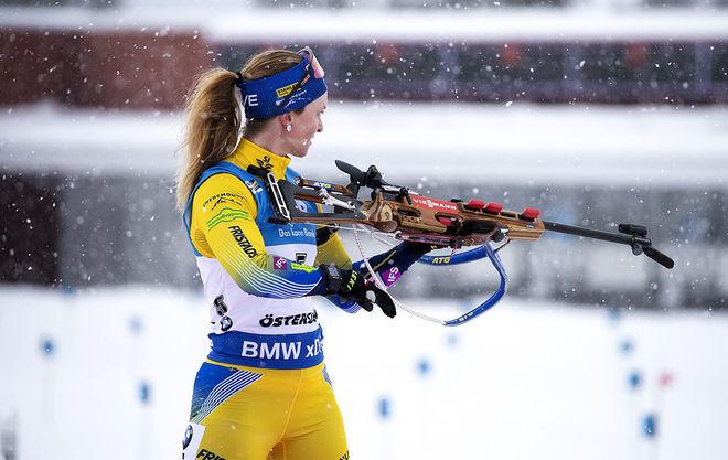 MONA BRORSSON ensam på vallen med fem skott kvar. Här kunde hon säkrat VM-guldet i jaktstart, istället blev det fyra bom och ingen svensk medalj. Foto/rights: NORDIC FOCUS