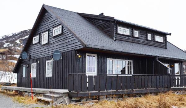Brunbeiset hytte