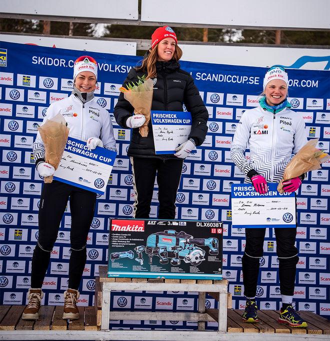 VOLKSWAGEN CUP rullar vidare. Här är det Anna Dyvik (mitten), Sofia Henriksson (tv) och Emma Ribom som är på pallen under en av cuptävlingarna i 2019. ARKIVFOTO