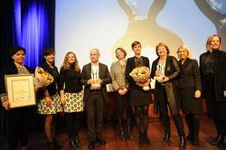 Utdeling av klarspråkprisene 2018. Alle prisvinnerne samlet sammen med statsråd Monica Mæland. Foto: Torbjørn Vinje.