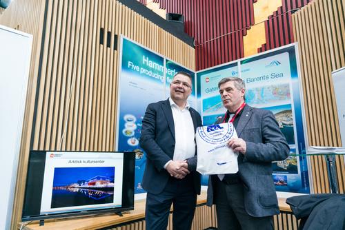 Olje- og energiminister Kjell Børge Freiberg og ordfører Alf E. Jakobsen