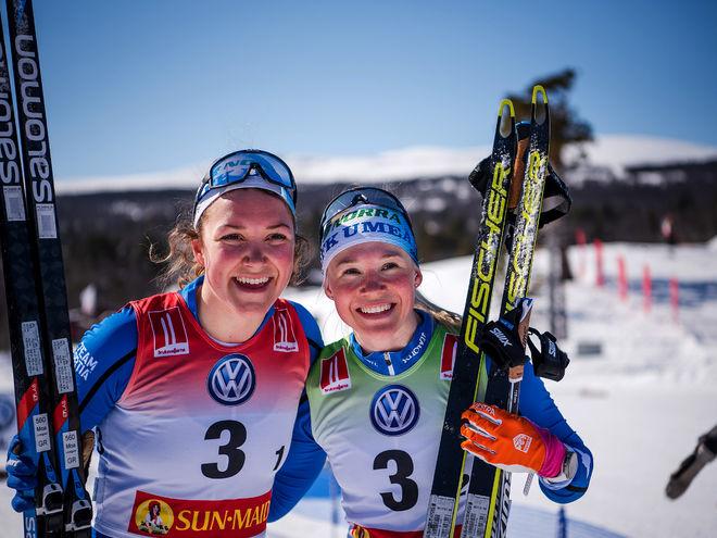 IFK UMEÅ var med i täten under hela stafetten. Till slut blev det silver till Moa Lundgren och Jonna Sundling. Foto: SOFIA HENRIKSSON