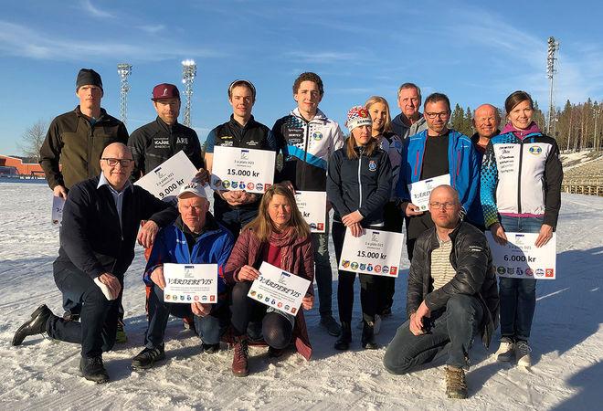 HÄR ÄR både elitåkare, motionärer och arrangörer under måndagens prisutdelning för vinterns Jemtland Ski Tour. Foto: ARRANGÖREN