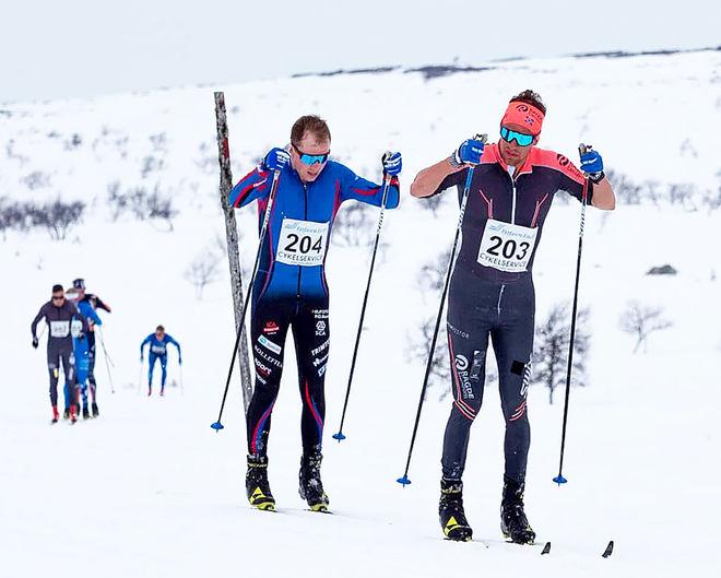 OSKAR KARDIN drar före Fredrik Andersson i Pilgrimsloppet i Lofsdalen. Foto: ARRANGÖREN
