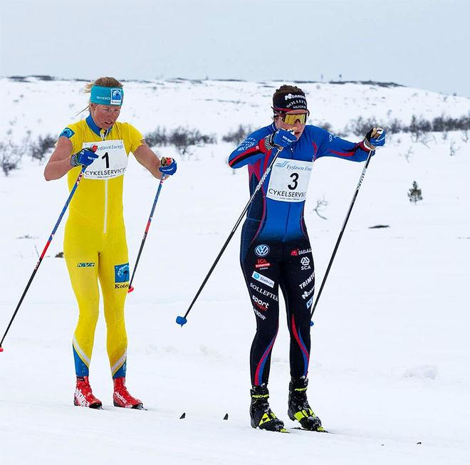 EBBA ANDERSSON leder före Astrid Øyre Slind från Team Koteng. Foto: ARRANGÖREN
