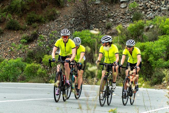 SKIDSKYTTELANDSLAGET börjar lägersäsongen på Kreta. Här är damlaget igång med cykelträningen. Foto: NICKLAS OLAUSSON/SSSF