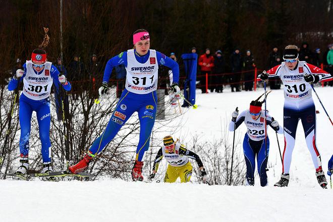NU FYLLER VI PÅ med bilder från vinterns tävlingar på vår bildbyrå kekstock.com. Här är Sara Andersson, Alice Widholm och Theresre Patomella under sprinten på USM i Falköping. Foto/rights: ROLF ZETTERBERG/kekstock.com