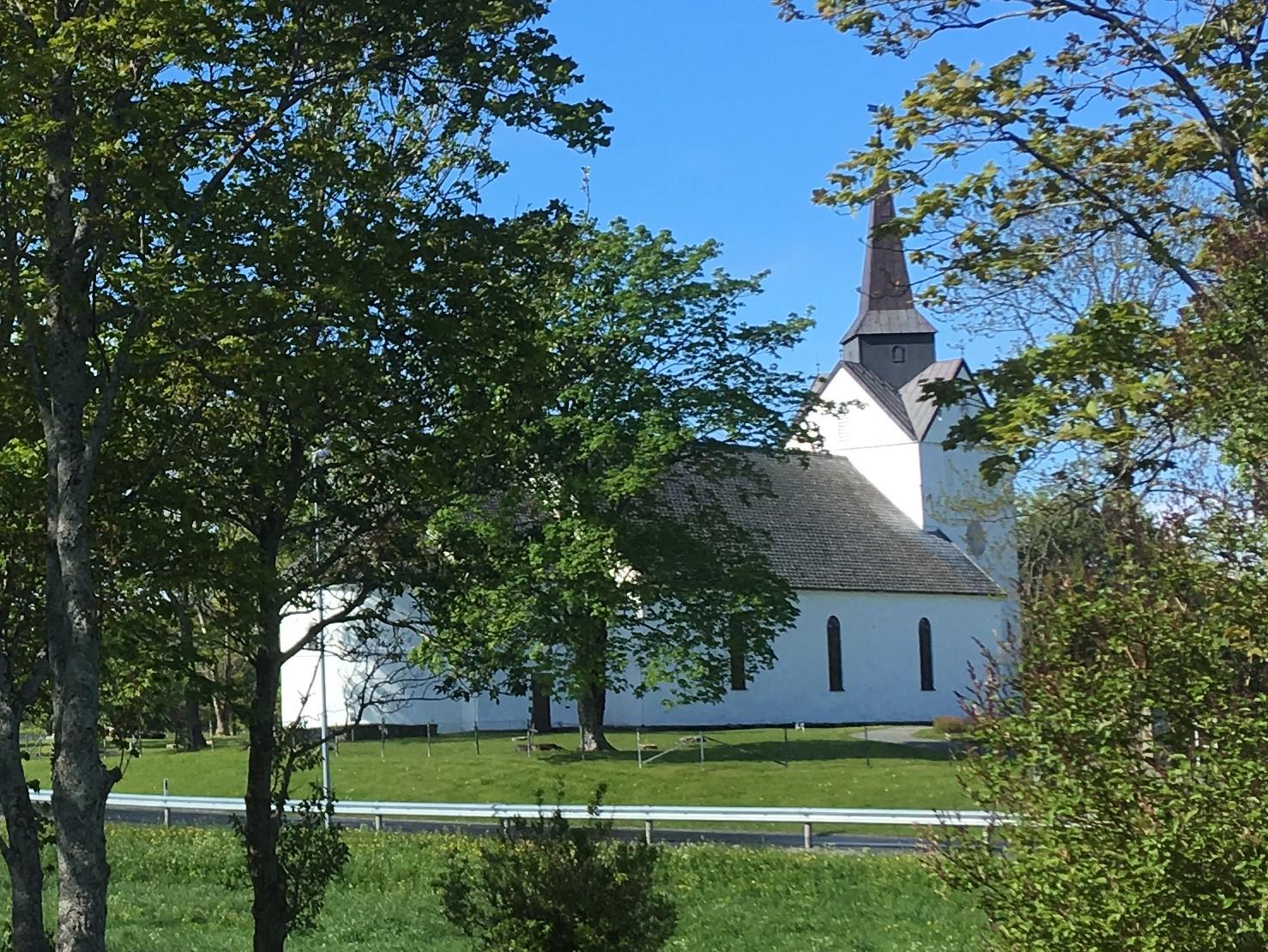 Herøy kirke juni 2019_Gunver Birgitte Nielsen