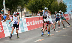 JOHANNES HØSFLOT KLÆBO vann också i världscupen på rullskidor. Foto: FIS/BECCHIS