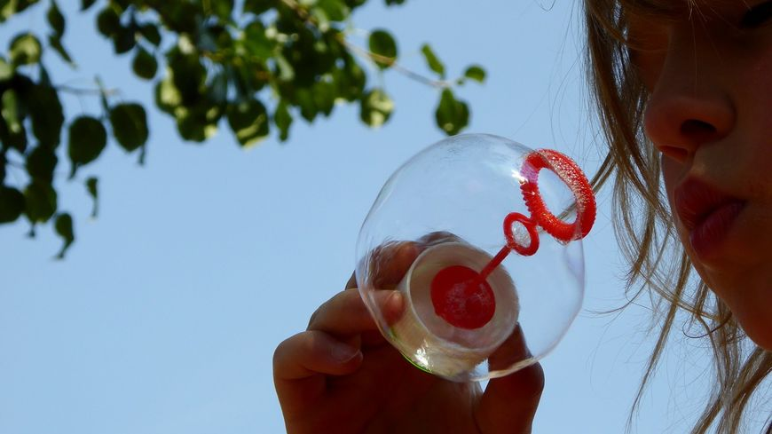 soap-bubbles-870340_1280