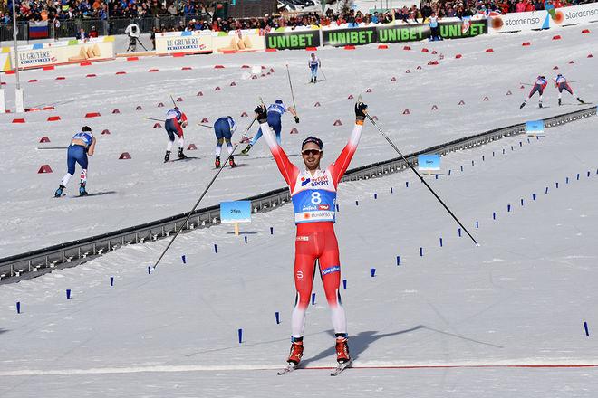 HANS CHRISTER HOLUND vinner femmilen på VM:s sista dag i Seefeld i ensamt majestät. Foto/rights: ROLF ZETTERBERG/kekstock.com