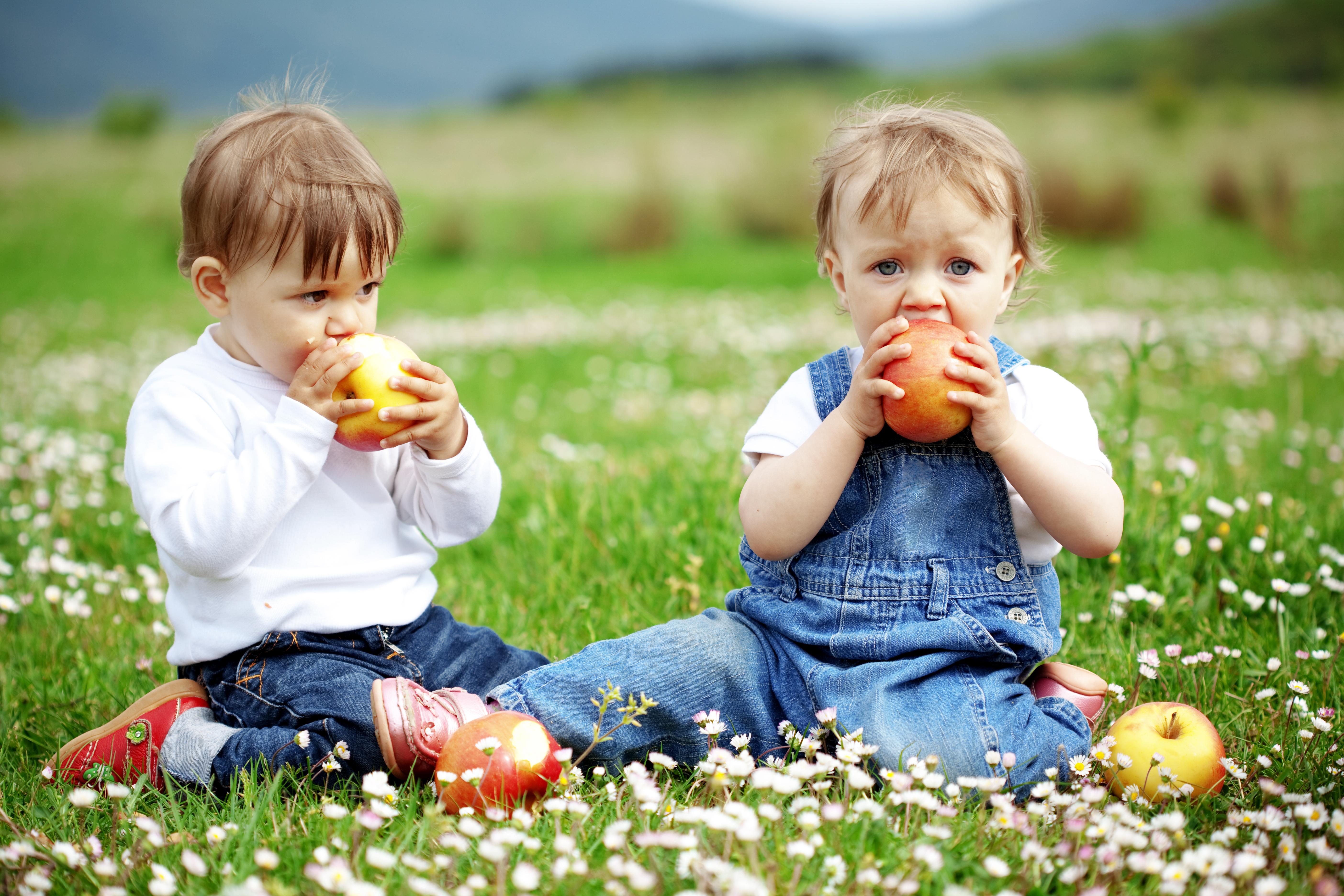 Barn med eple