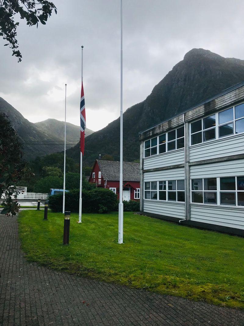 Flagg på halvstang - rådhuset