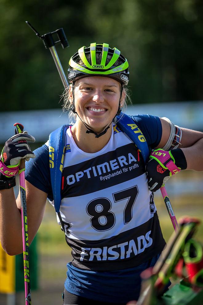 SKIDSKYTTEN Amanda Lundström fick också RF:s elitstipendium på 50.000 kronor. Foto: PER DANIELSSON/skidskytteförbundet