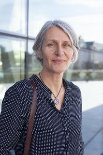 Bildet er et portrett av forfatter Kristin Sørsdal
