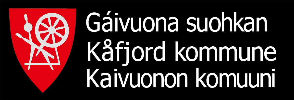 Kåfjord trespråklig logo små bokstaver hvit skrift sort bakgrunn 1200px 300dpi_sRGB.jpg