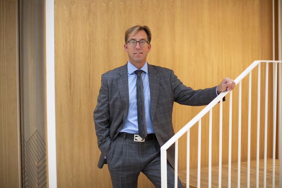 Rune Aale-Hansen går 1. september av som administrerende direktør i NKF for å ta fatt på nye utfordringer i Regnskap Norge. Foto: Alex Asensi