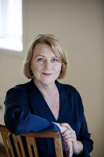 Bildet viser et portrett av forfatter Brit Bildøen