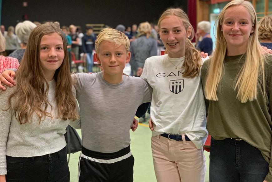 Fire ungdommer i niende klasse på Gran ungdomsskole.
