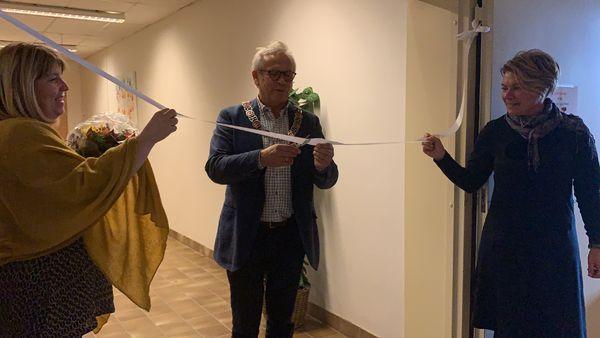 Ordfører Willy Westhagen åpnet Familiens hus med snorklipp.