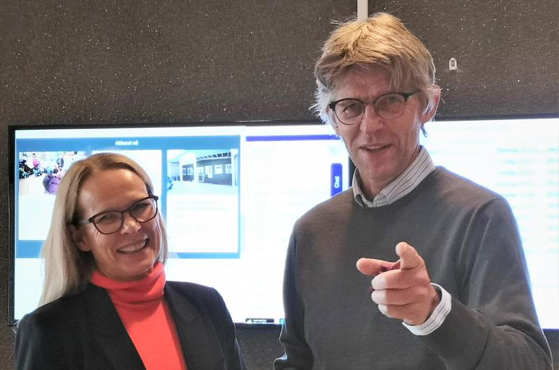 Administrasjonssjef Merete Hessen og Agnar Kaarbø