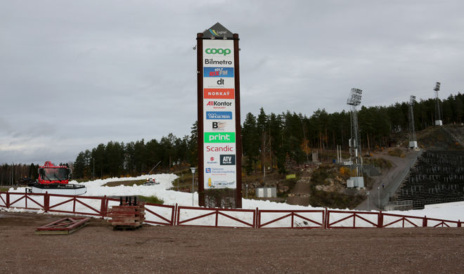 SNÖSITUATIONEN på Lugnet i Falun är inte den bästa inför tävlingarna om halvannan vecka. Här från man lade ut den första konstsnön i höstas. Foto/rights: KJELL-ERIK KRISTIANSEN/kekstock.com