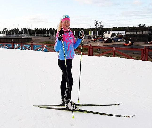 MARIA GRÄFNINGS njuter av skidåkning med en växande mage på Lugnet i Falun istället för timmar med hårdträning inför en ny långlopssäsong. Foto: PRIVAT