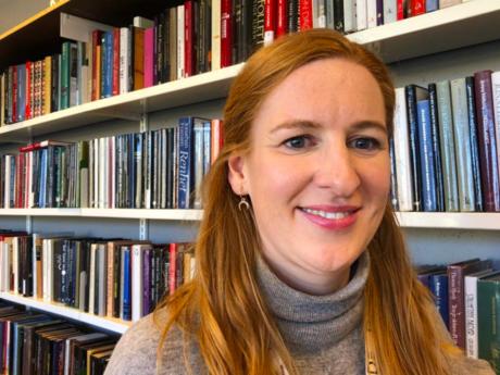 Før var det forfatteren og boka som sto sentralt på bibliotekene. I dag er det møtet mellom mennesker, en offentlig møteplass, i tillegg til bokutlån. Ragnhild Stuler på Deichman Bjerke i Oslo er stolt av endringen som er skjedd på bibliotekene. Fo