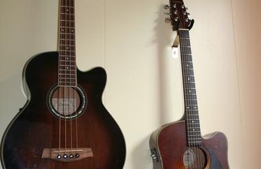 Hengende gitarer