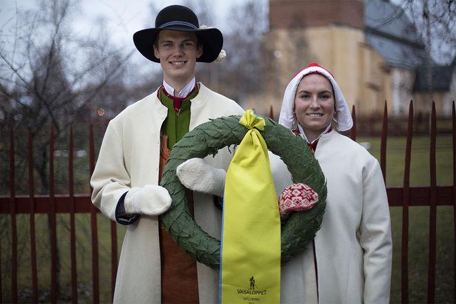DANIEL DUHLBO (tv) och Fanny Axelsson är kransmas respektive kranskulla i Tjejvasan och Vasaloppet 2020. Foto: VASALOPPET